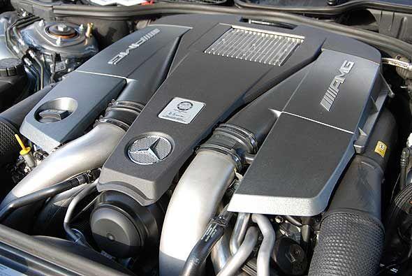 El alma del Mercedes-Benz S63 AMG es su motor V8 de 6.2 litros biturbo q...