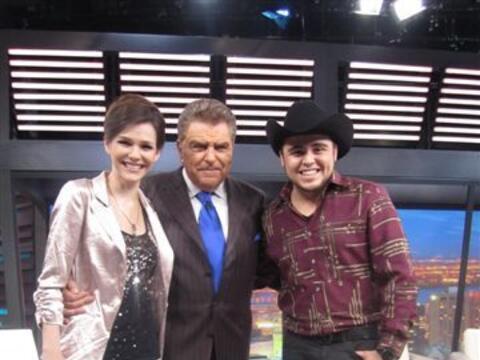 Kika Edgar y el cantante Gerardo Ortiz visitan a Don Francisco.