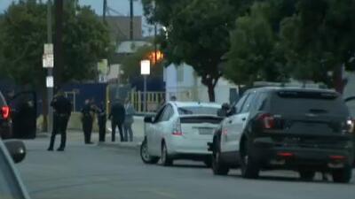 Autoridades investigan el asesinato de un hispano en plena calle de Long Beach