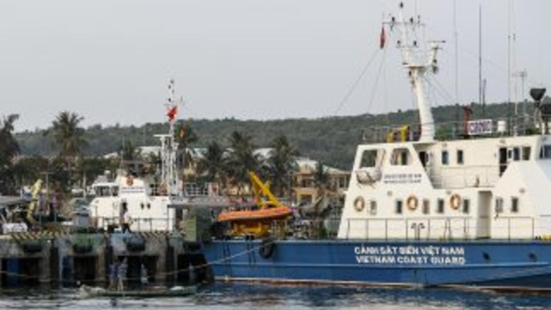Al menos cinco países se unieron en un operativo en busca de el avión ex...