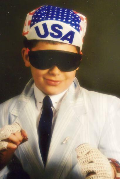 ¡Vaya campeón!  Este chico quiso mostrar que es elegante, muy 'cool', at...
