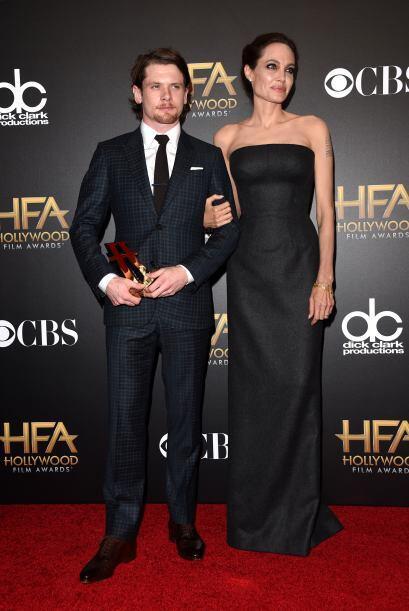 Angelina Jolie fue una de las más elegantes. Un strapless negro fue su e...