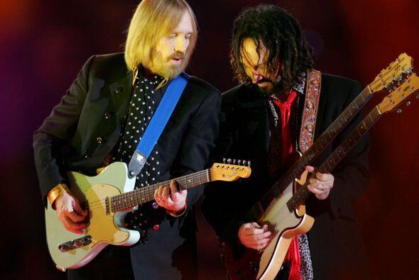Tom Petty y el guitarrista Mike Campbell hicieron vibrar el estadio de l...