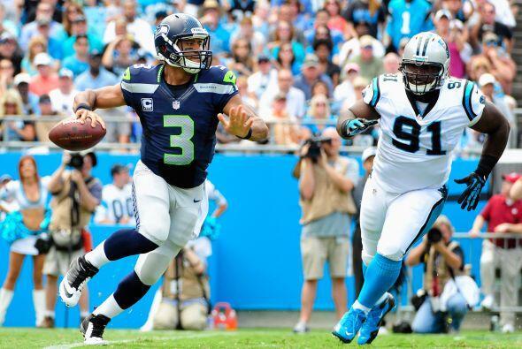 Russell Wilson llevó a la victoria a los Seahawks 12-7 sobre los Carolin...