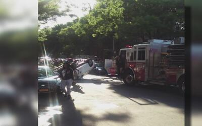Ambulancia choca en Brooklyn dejando a dos personas heridas