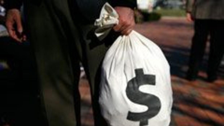 Ladrón arrepentido devuelve $15 mil en Brasil 90ca0c92d3bd4388a80fe35895...