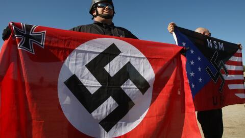 Un grupo antiinmigrante protesta en California.