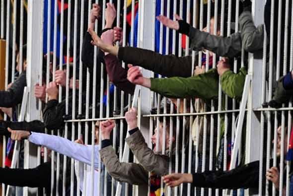 Los rusos que viajaron a Turquía celebraron tras las rejas el triunfo de...