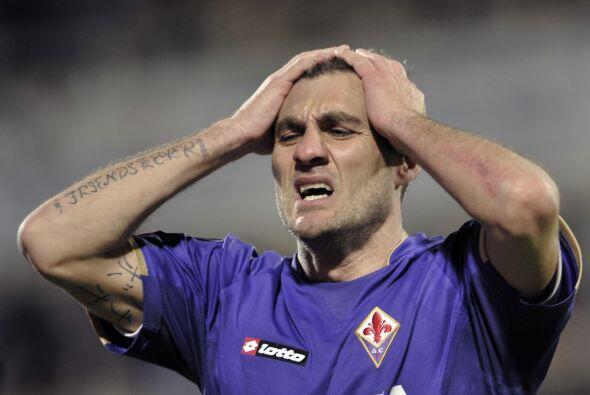 El italiano Christian Vieri a los 37 años sorprendió, y au...