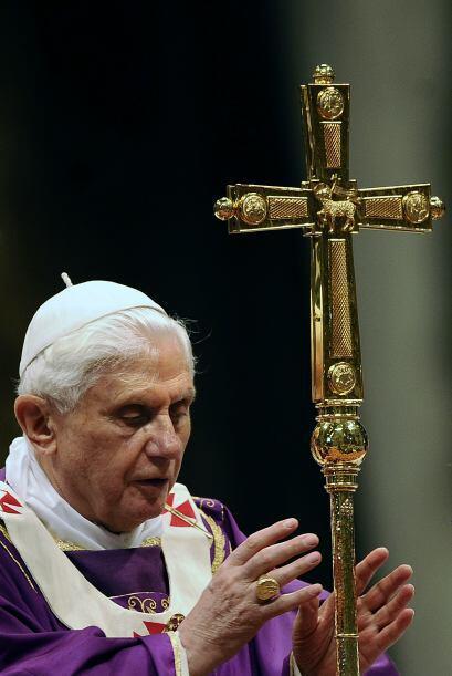 El papa Benedicto XVI en el rezo mariano del Ángelus manifestó su congra...