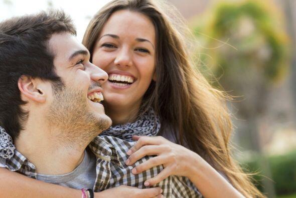 Otro beneficio de la risa, es que es desestresante. La risa actúa a nive...