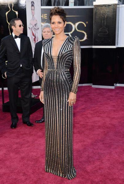 En 2013, entre las más apantallantes estuvo Halle Berry con un vestido d...