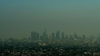 Imagen que muestra la capa de contaminación del aire en Los Ángeles