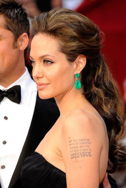 Pero esa relación no llegó muy lejos. Mucho se rumoró que si Jolie tomó...
