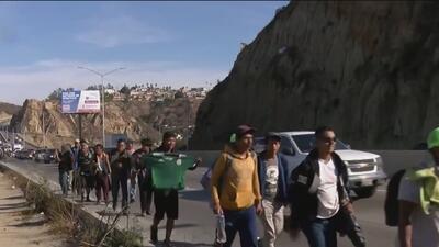 Migrantes centroamericanos parten de Mexicali y podrían enfrentarse a una de las carreteras más peligrosas de México