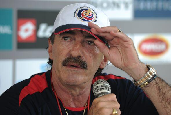 Tras casi un año en el cargo Ricardo La Volpe renunció como director téc...
