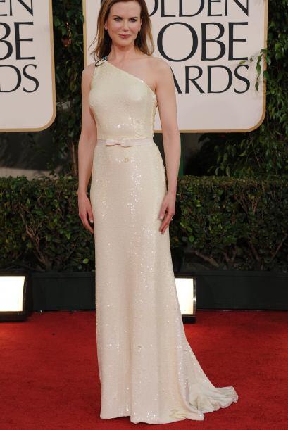 Nicole Kidman como siempre pasó sin pena ni gloria con un dise&nt...
