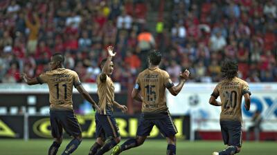 Pumas celebra uno de sus goles ante Xolos.