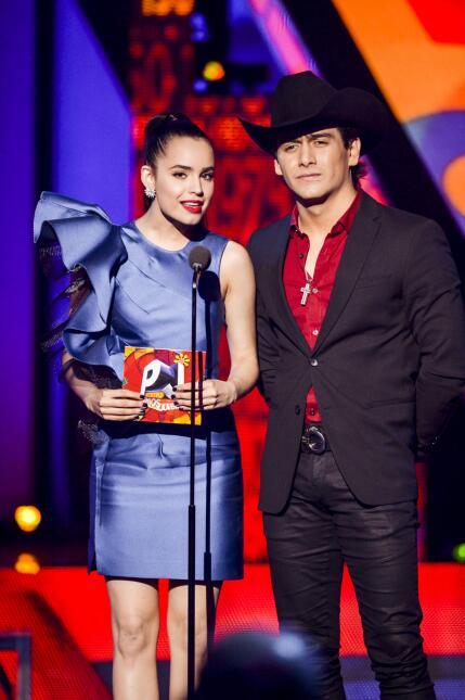 Sofia Carson y Julián Figueroa presentan a los nominados en la ca...