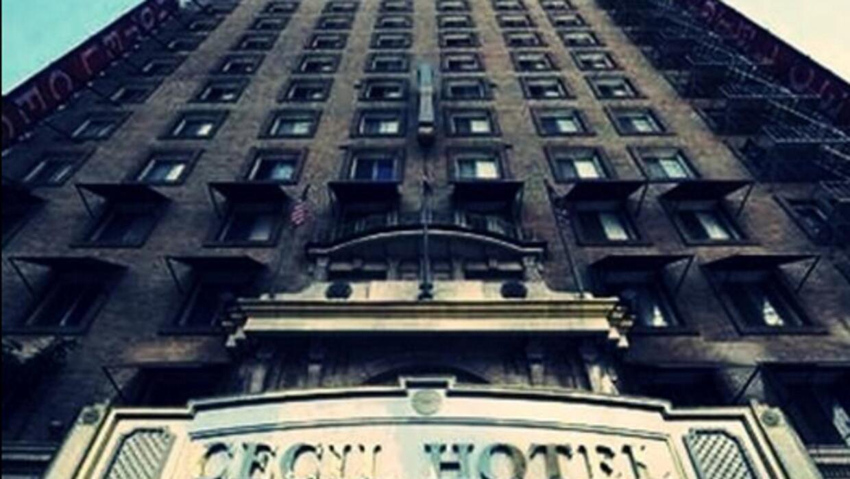 El Cecil Hotel abrió sus puertas en 1927 y es considerado como uno de lo...