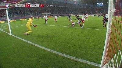 Onisiwo pone el 2-1 ante el Leipzig y le da vida al Mainz