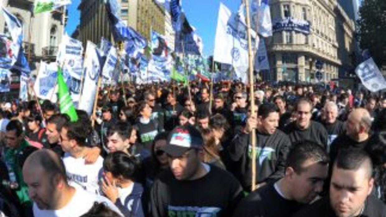 Representantes de uno de los gremios del transporte iniciaron una huelga...