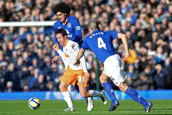 Everton tuvo su duelo ante Blackpool y salió festejando.