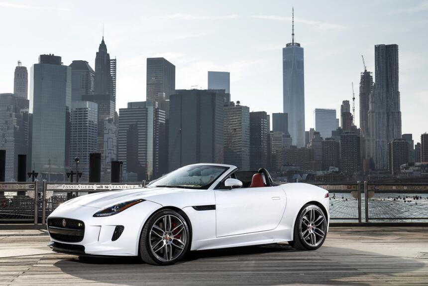 El Jaguar F-Type tiene, al mejor estilo tradicional de Estados Unidos, u...