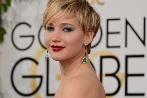 Jennifer Lawrence no pudo hacer mucho  ya que tiene un cabello corto, mu...