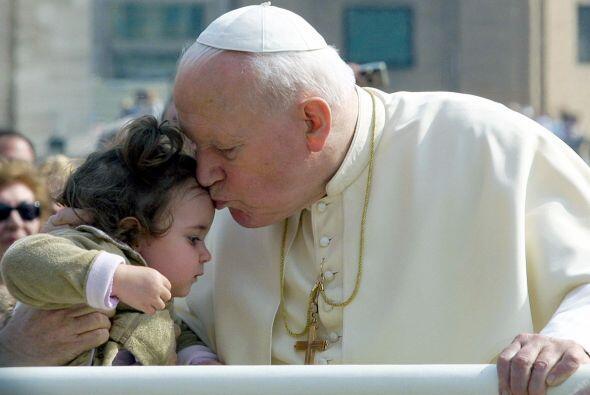 En 2005, tras la muerte de Juan Pablo II, el arzobispo de Buenos Aires p...