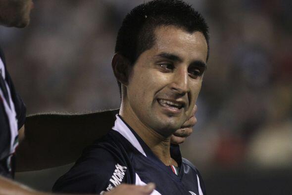 El bajito Maxi Moralez fue la figura del ganador además de anotar dos go...