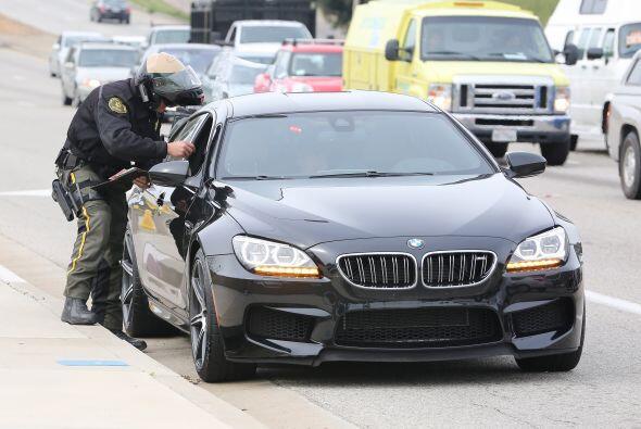 El actor fue detenido por un policía en motocicleta.