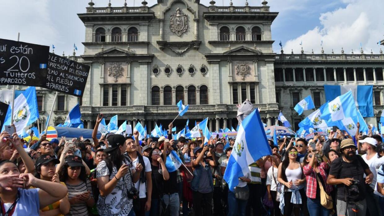 Miles marcharon en Ciudad de Guatemala contra la corrupción.
