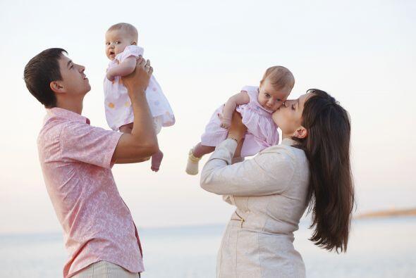 También es cierto que tener un embarazo gemelar involucra más riesgos ta...