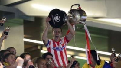 Gabi levanta el trofeo de la Copa del Rey.