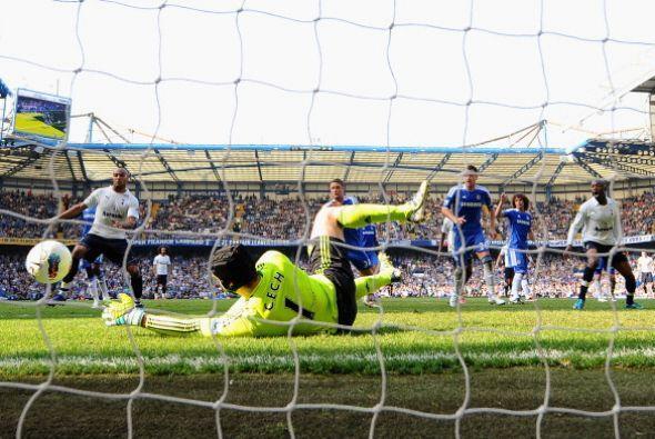 Tottenham pudo haber marcado al final pero nuevamente Petr Cech la sacó...