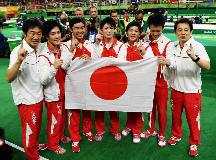 Japón ganó la medalla de oro de gimnasia masculina por equipos de los Ju...