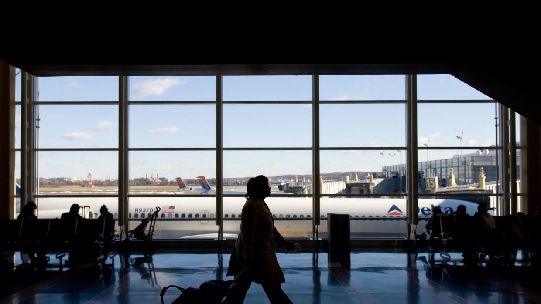 Más de 500,000 visitantes se quedaron en EEUU excediendo el tiempo permi...