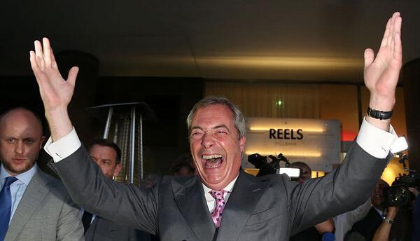 Nigel Farage celebra la salida de Reino Unido de la Unión Europea.
