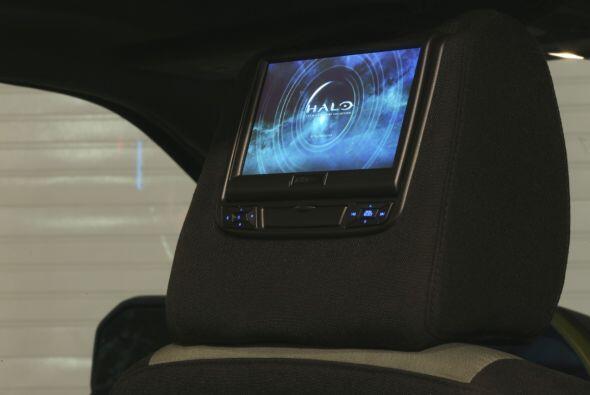 Lo más relevante del interior son las pantallas montadas en los reposaca...
