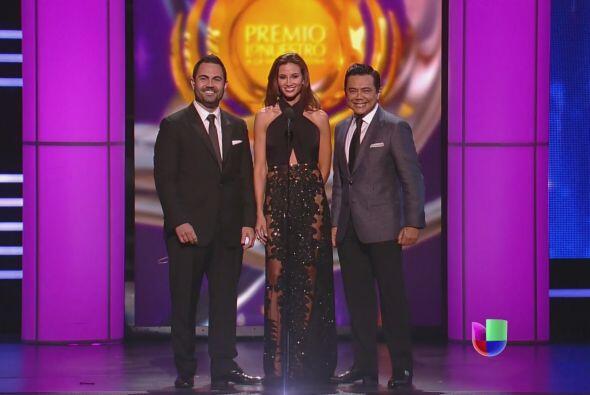 Las tres voces de la radio presentaron el galardón de Artista Duranguens...