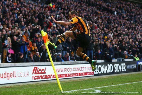 Los que sí estuvieron finos fueron los del Hull City. David Meyler logra...