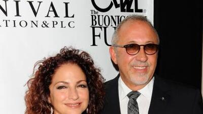 Gloria y Emilio Estefan recibieron el premio 'Sand In My Shoes 2013' por...