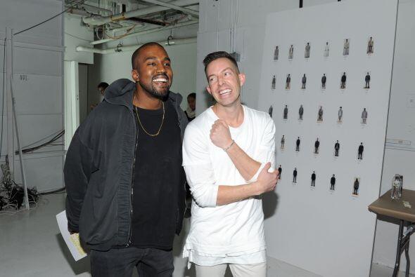 Kanye tiene muchos amigos diseñadores, y entre ellos se encuentra  John...