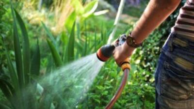 Debido a la sequía ya hay restricciones en cuanto al uso de agua en vari...