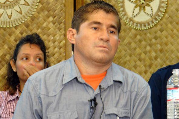 Alvarenga, de 37 años y quien salió a pescar tiburones en...