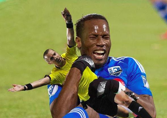 ¡Si, Didier, el muñeco del referí es para vos!