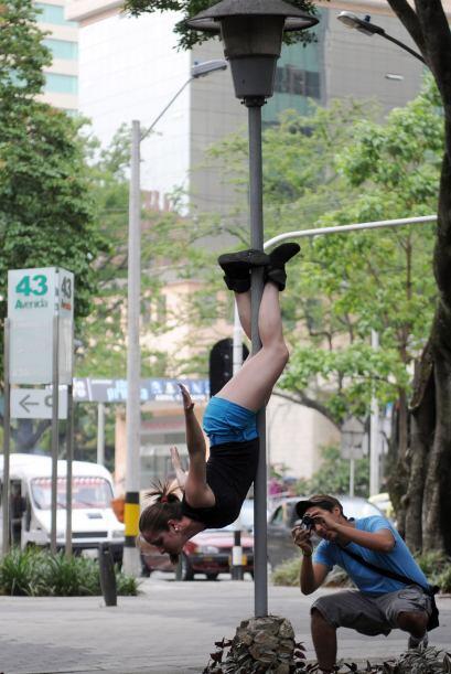 Se trata de practicantes del polémico baile del tubo.