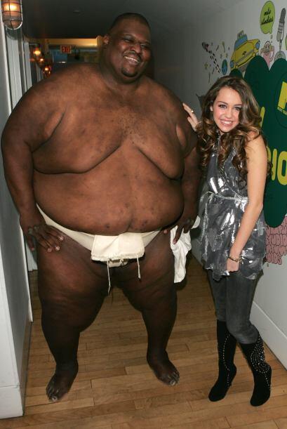 Este coqueto señor, con quien convivió Miley. (Obvio, estamos bromeando)...