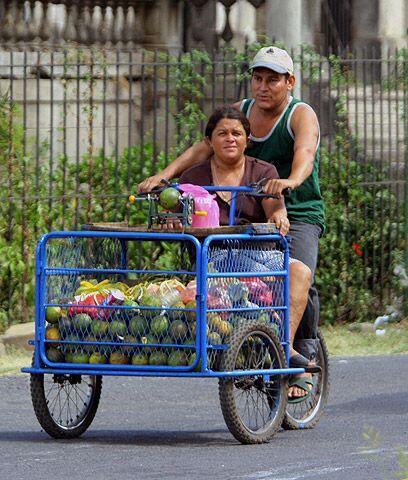 Los hispanos, entre los más golpeadosUno de cada cuatro hispanos vive en...